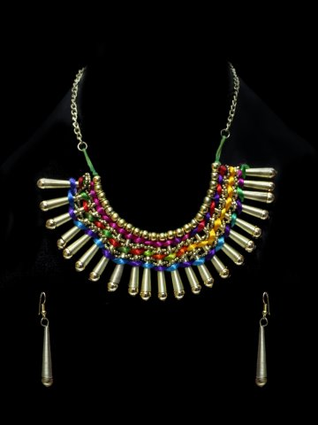 https://static3.cilory.com/112107-thickbox_default/kalyani-handicraft-necklace-set.jpg