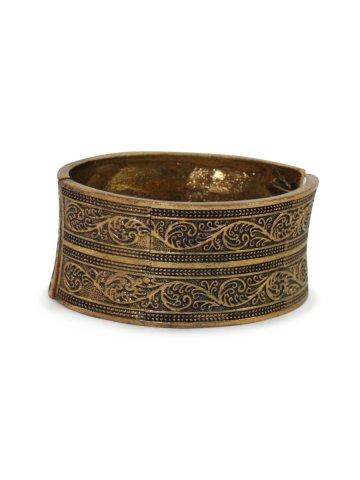 https://static1.cilory.com/384944-thickbox_default/estonished-golden-oxidised-bracelet.jpg